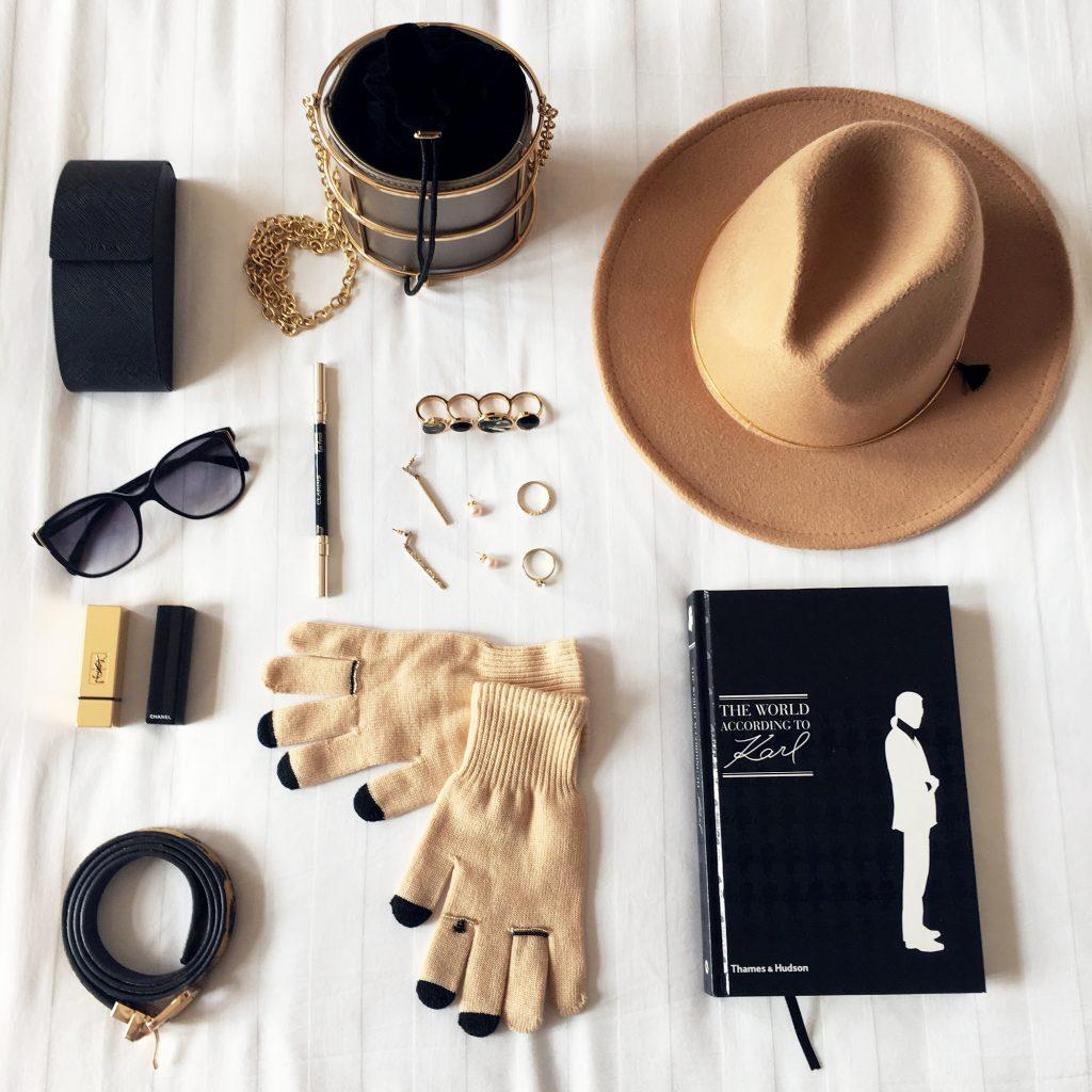 flatlay-sombrero-guantes-beige-aestethic